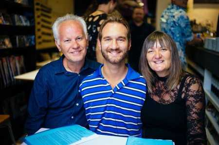 The motivational speaker, Nick, with his parents.